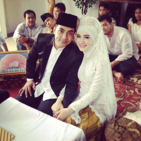 Cerita Cinta Ustadz Riza Muhammad dan Indri Giana Berawal ...